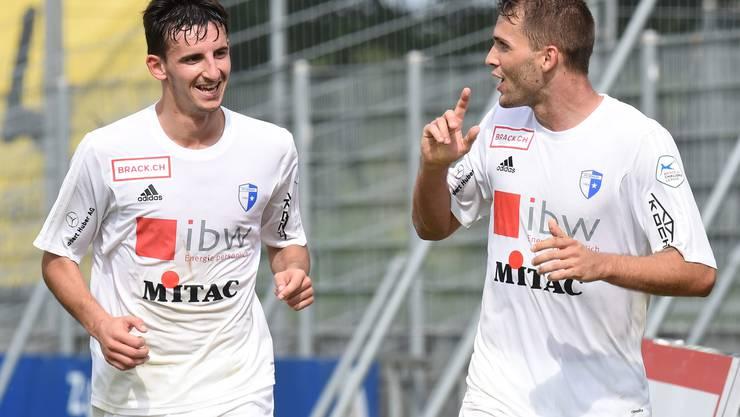 Roman Buess (rechts) erzielt das 0:1 fuer Wohlen und jubelt mit Samir Ramizi (links, beide Wohlen).