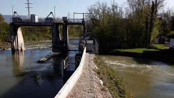 Vom Biberister Wehr (im Bild) bis zur Aaremündung in Zuchwil wird die Emme jetzt besser gegen Hochwasser geschützt. Archiv