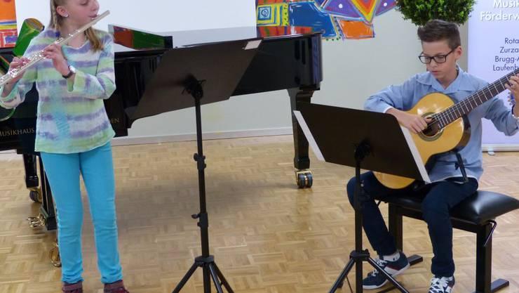 Sarah Suter und Elia Kasper von der Musikschule Frick bekamen für ihren Vortrag im Duo einen zweiten Preis