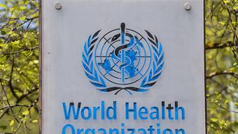 Schild am Hauptsitz der Weltgesundheitsorganisation (WHO) in Genf. (Archivbild)