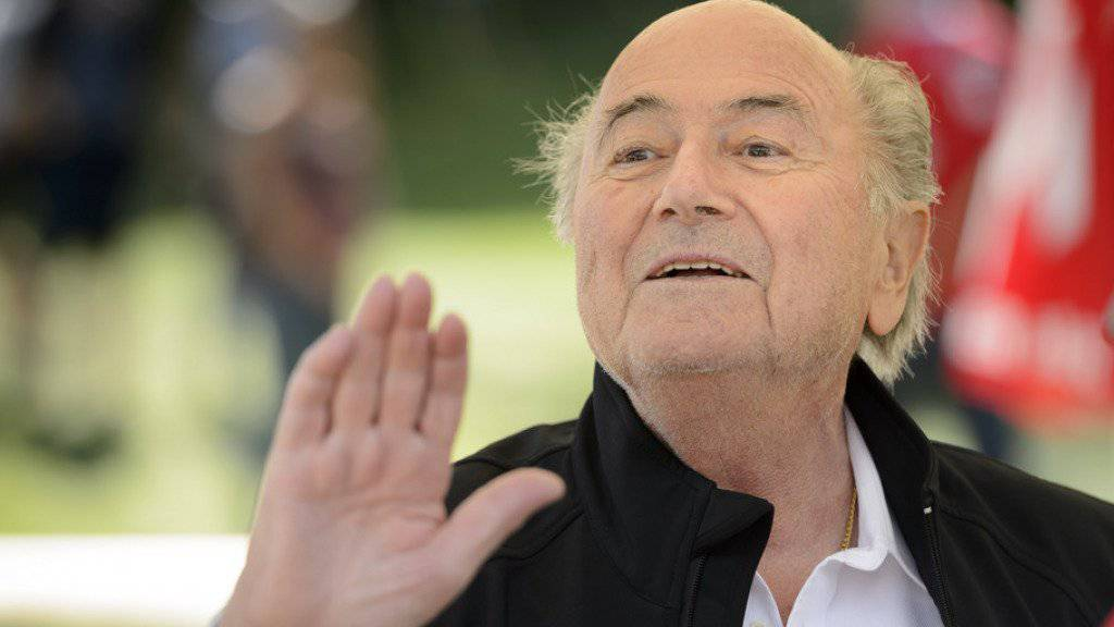 FIFA-Präsident Sepp Blatter will seinen Posten noch nicht räumen (Archiv)