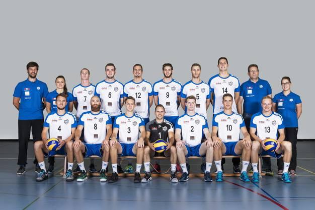 Für das Luzerner Team werden der ehemalige SV Volley Wyna-Präsident Jörg Gautschi (Mitte) sowie der Menziker Luca Müller (hinten, vierter v. rechts) im Einsatz stehen.