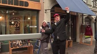 Unser Reporter Christof Gerber hat sich kurzerhand in den neuen US-Präsidenten verwandelt und wollte wissen, wie er beim Volk ankommt.