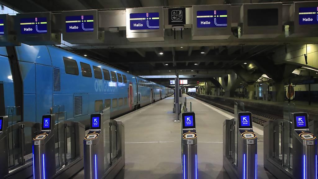 Auch in den U-Bahn-Stationen von Paris liess sich kaum jemand blicken.