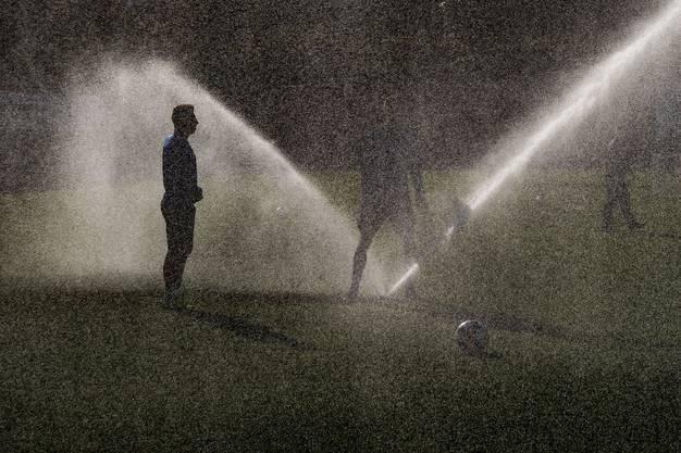 Lichtspiele bieten sich bei diesen Bedingungen an. Ob nun hier bei Blas Riveros ...