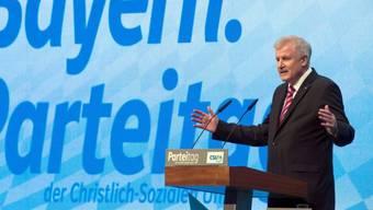 Horst Seehofer bei einem Parteitag (Archiv)