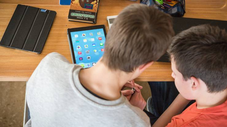 Der Computer ist aus der Schule nicht mehr wegzudenken. Im Gegenteil. Aber sollen Eltern sich finanziell beteiligen müssen?