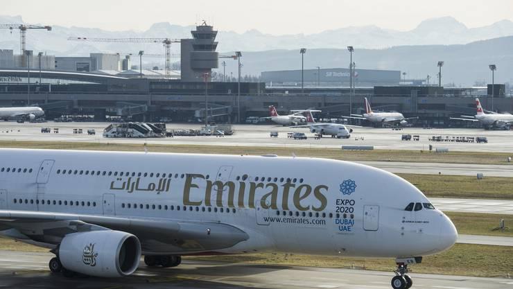 Eine A380 der Emirates am Flughafen Zürich