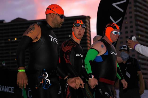 Chris Nikic beim Schwimmstart des IRONMAN in Florida.