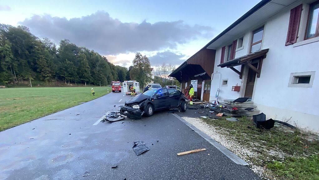 Der junge Fahrer dieses Autos erlag seinen schweren Verletzungen im Spital.