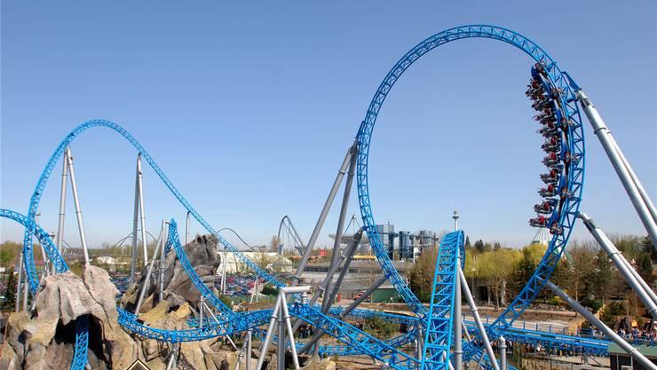 Der «Blue Fire Megacoaster» von Mack Rides im Europa-Park in Rust: Starke Magnete katapultieren die Wagen in 2,5 Sekunden auf Tempo 100.