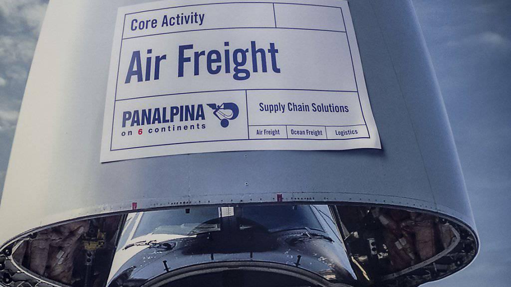 Weniger Aufträge aus der Öl- und Gasindustrie: Das Logistikunternehmen Panalpina leidet unter der Flaute im Ölgeschäft und muss die Kapazitäten in der Seefracht reduzieren. (Archivbild)
