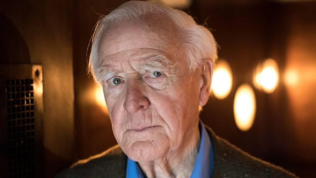 ARCHIV - Der britische Schriftsteller John le Carré ist gestorben. Foto: Christian Charisius/dpa/Archiv