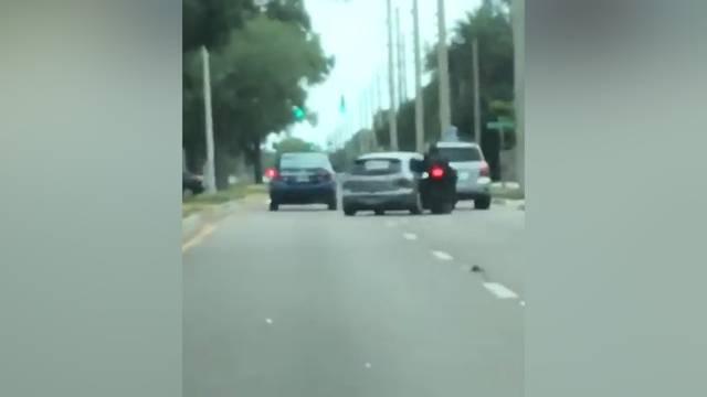 Mazda-Fahrer rammt Töff von der Strasse