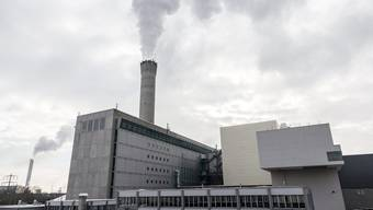 Aussenansicht der Energiezentrale des Kehrichtheizkraftwerks Hagenholz in Zürich.