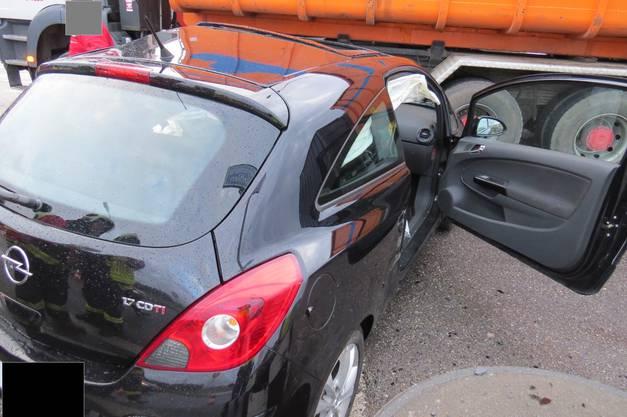 Sein Wagen wurde stark beschädigt.