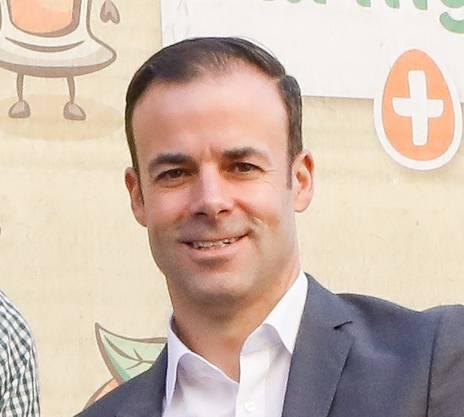 Jérôme Gilg ist seit Januar 2019 CEO der Manor AG. Der diplomierte Betriebswirtschafter startete seine Karriere 2000 bei Auchan in Frankreich und China und Carrefour in der Schweiz. Ab 2005 arbeitete er bei der Jumbo-Markt AG. 2010 wurde er zum CEO des Unternehmens ernannt.