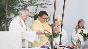 Seit gestern Geschichte: Stadtpfarrer Niklas Raggenbass (l.) wird nie mehr zusammen mit Bischof Felix Gmür einen Gottesdienst zelebrieren. Andreas Kaufmann
