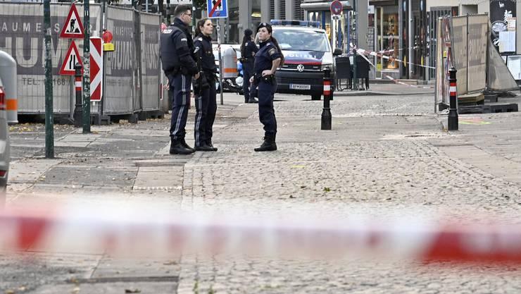 Polizisten nach dem Attentat am Wiener Schwedenplatz. Der Terrorist soll Verbindungen in die Schweiz gehabt haben.