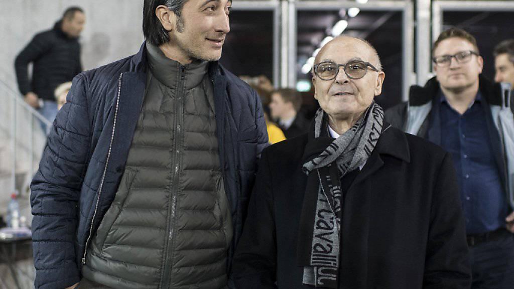 Schaffhausen-Trainer Murat Yakin (links) blickt dem Ligaerhalt zuversichtlich entgegen