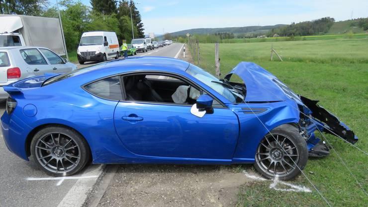 Würenlingen AG, 24. April: Ein Subaru geriet ins Schleudern und prallte mit einem Lastwagen zusammen. Verletzt wurde niemand.