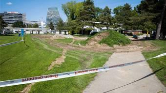 Ein Teil der Liegewiese sowie das Kinderplanschbecken im Gartenbad St.Jakob bleiben vorerst gesperrt.