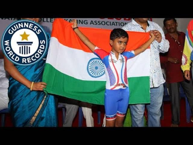 Sechsjähriger Inder stellt den Guiness-Weltrekord für die längste Distanz auf Rollschuhen unter Autos auf.