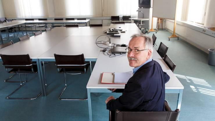 Künftig nicht ganz allein, aber mit deutlich weniger Kolleginnen und Kollegen im Saal: Zuchwils Gemeindepräsident Stefan Hug.