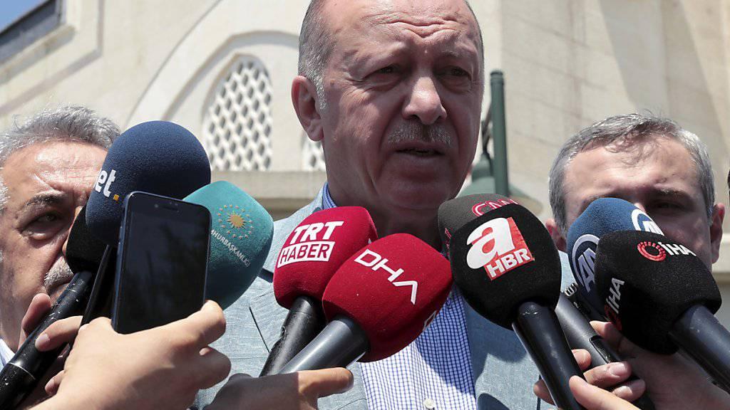 Der türkische Präsident Recep Tayyip Erdogan hält bislang an dem mit Russland vereinbarten Kauf des S-400-Raketenabwehrsystems fest.