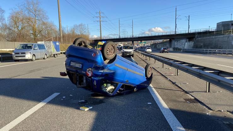 Der Fahrer dieses Wagens war auf der A1 auf der Höhe Rothrist am Steuer eingeschlafen.