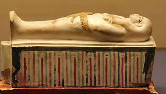 Die Bahren-Uschebti aus dem Grab von Juja und Tuja in einer Ausstellung des Antikenmuseums Basel und der Sammlung Ludwig im Jahr 2004. Unter den von der Schweiz an Ägypten zurückgegebenen Gegenständen waren zwölf bei Strafverfahren eingezogene Uschebti-Statuetten. (Themenbild)