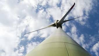 Windenergie-Debatte im Kanton Aargau. Es soll nur Windkraftwerke mit drei Anlagen geben. Nun wirbt der Aargau schweizweit für seine Idee.