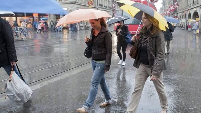 Die erste Juli-Hälfte ist in vielen Regionen eher nass und kalt statt warm und sonnig ausgefallen (Archiv)