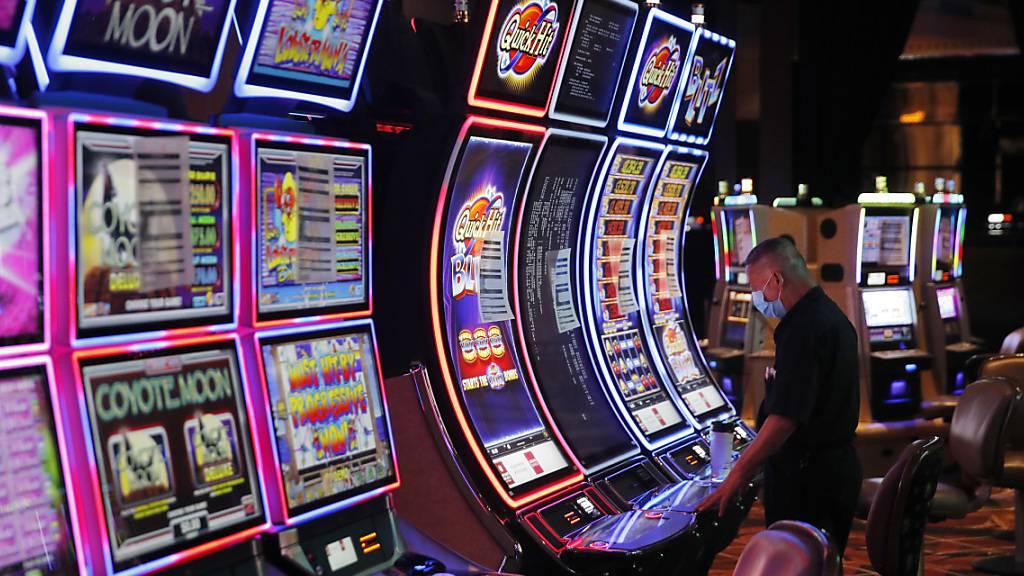 In Las Vegas rollt der Rubel wieder. Das Spielerparadies hat seine Tore trotz Coronakrise wieder geöffnet, allerdings mit strikten Hygiene-Massnahmen. (Archivbild)