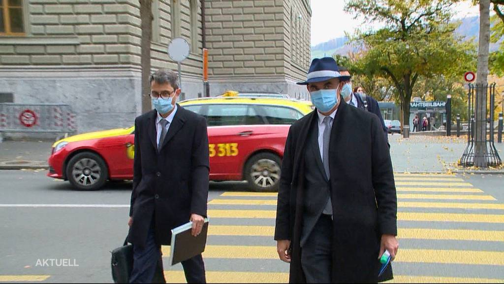 Alain Berset und kantonale Gesundheitsdirektoren stecken die Köpfe zusammen
