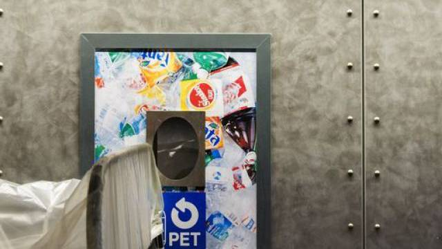 PET-Recyclingstelle in einer Coop-Filiale (Archiv)
