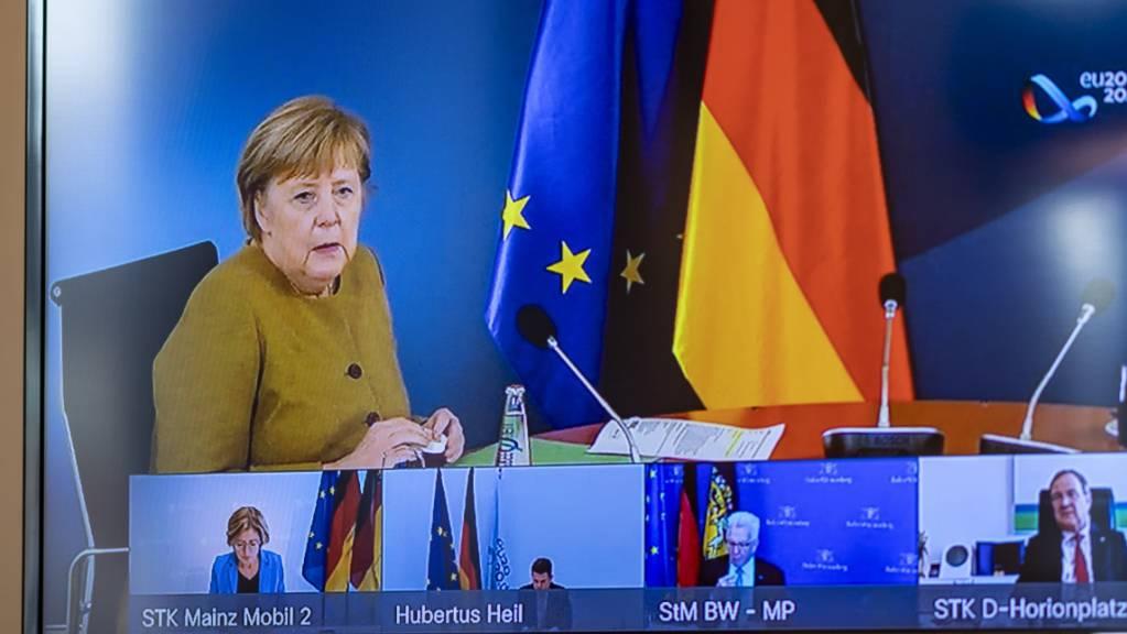 Angela Merkel (CDU), Bundeskanzlerin, spricht bei Beratungen der deutschen Ministerpräsidenten in einer Videokonferenz.