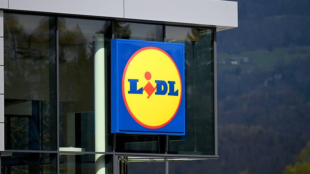 Lidl Schweiz lanciert eine digitale Kundenkarte. Der Discounter führt die App «Lidl Plus» ein, mit der seine Kunden unter anderem Coupons sammeln und digitale Rubellose erhalten können. (Archivbild)