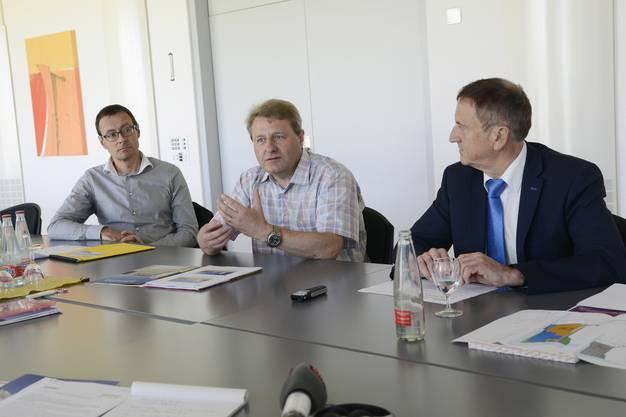 Stephan Schader, Kebag-Direktor Markus Juchli und Bernhard Staub, Leiter des Amtes für Raumplanung Kanton Solothurn, stellen das Neubau-Projekt im Juni 2016 vor.