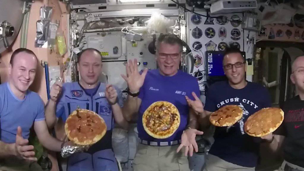 Eine Sojus-Kapsel mit den Raumfahrern setzte planmässig in der Steppe von Kasachstan auf. Auf der ISS-Raumstation wurde auch Pizza gebacken. (Archivbild)