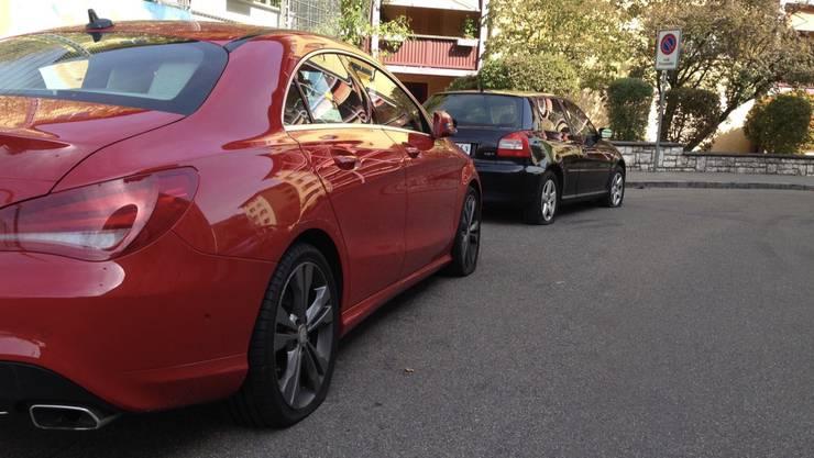 Das kommt teuer: Die Besitzer dieser Autos, parkiert in der Beckenstrasse, mussten ihre Fahrzeuge abschleppen lassen.