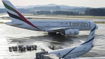 Der neue A380 der Emirates landet am Mittwoch, 8. Januar 2014, auf dem Flughafen Zuerich Kloten. Die Fluggesellschaft Emirates bedient die Strecke Zuerich-Dubai seit Anfang 2014 mit dem Airbus A380.