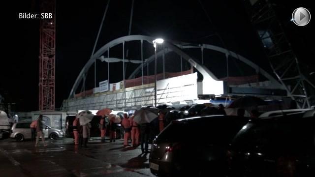 147-Tonnen-Stahlbrücke eingesetzt