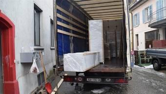 Hier nahm die Asylmöbel-Affäre ihren Anfang: Ein Möbelwagen mit kroatischen Nummernschildern wurde vor der Asylunterkunft in Wohlen fotografiert. (Archiv)