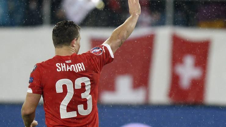 Xherdan Shaqiri bedankt sich bei der grossartigen Unterstützung der Fans in St. Gallen.