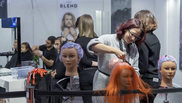 Über ein Dutzend Haarfärbemittel zog das Kantonslabor Basel-Stadt aus dem Verkehr. (Symbolbild)