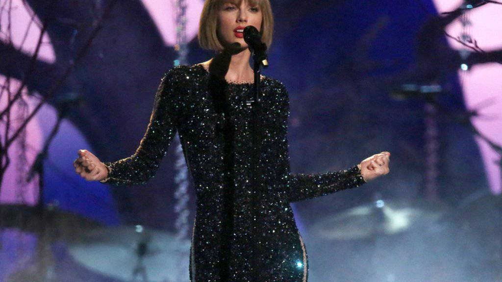 Es gibt derzeit kaum eine erfolgreichere Sängerin als sie: Doch auch Taylor Swift hat ihre Idole - eins davon ist der britische Musiker Ed Sheeran.