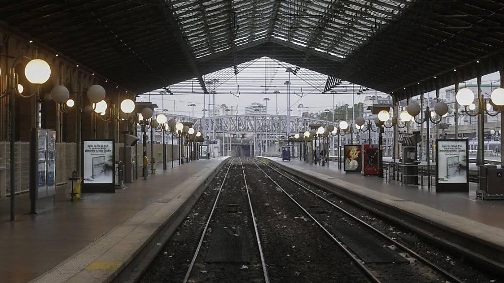 Leere Perrons: In Frankreich streiken die Bahnmitarbeiter weiter. Die Regierung kündigte eine harte Haltung ihnen gegenüber an. (Archiv)