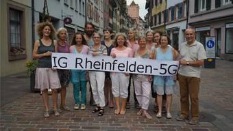 Die neu gegründete IG um die drei Initianten Christine (5.v.r.) und Peter (r.) Koller sowie Sandra Mäder (l.)