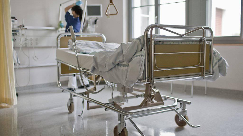 Ob ein Patient nach der Entlassung bald wieder ins Spital muss, sagt ein neuer Test voraus. (Archiv)